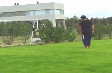 Диего Марадона сыграл в футбол с внуком