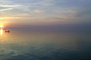 В Азовском море перевернулся рыбацкий баркас