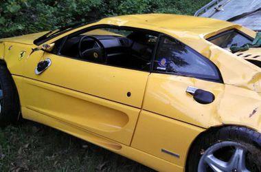 В США разбился суперкар Ferrari F355