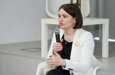 Гуманитарный штаб Ахметова может быть закрыт при одном условии, - Наталья Емченко