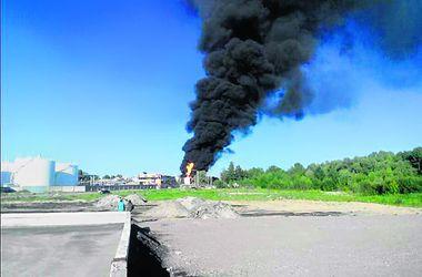 Пожар на нефтебазе тушили с поезда