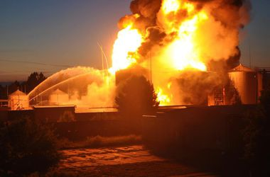 Жители Василькова: Люди сдают кровь для пострадавших в пожаре, прямо над нами черные тучи