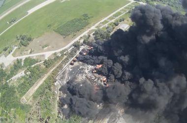 В сети появилось видео пожара на нефтебазе, снятое БПЛА