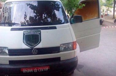 """В Днепропетровске подожгли микроавтобус """"Правого сектора"""""""