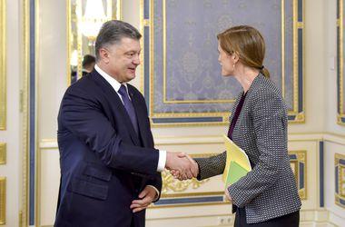 Порошенко обсудил с Пауэр имплементацию Минских договоренностей и пошутил об ООН
