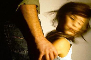В Полтаве военный изнасиловал 9-летнюю девочку и украл у нее 8 грн