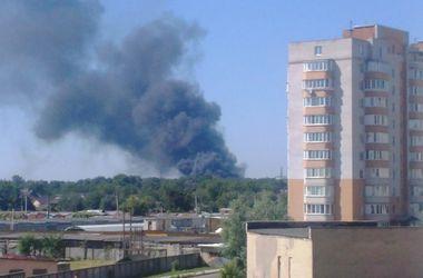 В Броварах загорелся склад пенопласта: столб черного дыма виден из Киева