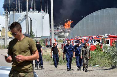 Очагов открытого огня на территории нефтебазы уже нет  - спасатели