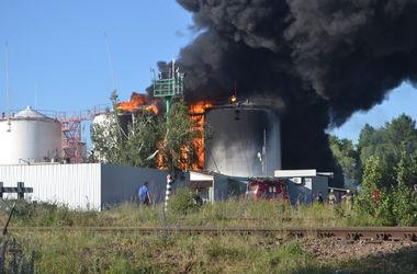 Пожар на нефтебазе под Киевом вспыхнул с новой силой – СМИ