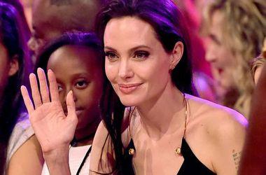 В сети появились ранее неизвестные фото 20-летней Анджелины Джоли (фото)