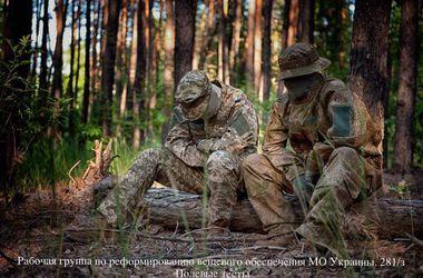 У Порошенко показали новую форму-невидимку для армии