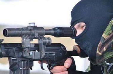 Военных интенсивно обстреливают снайперы боевиков