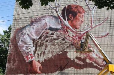 Британский художник превратил здание на Подоле в шедевр