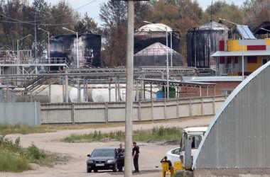 """Работники сгоревшей под Киевом нефтебазы: """"Когда шла перекачка, топливо било из трещин фонтаном"""""""