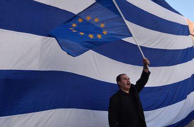 Погрязшая в долгах Греция хочет ввести новые налоги для богатых и бизнеса