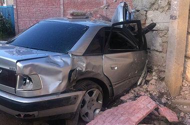 В Александрии пьяный водитель сбил на тротуаре двух детей и дедушку