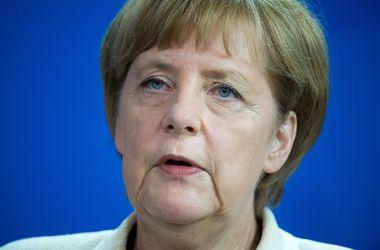Перемирие на Донбассе нарушают обе стороны – Меркель