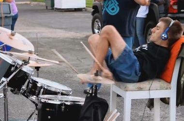 Видеохит: безрукий барабанщик взорвал интернет