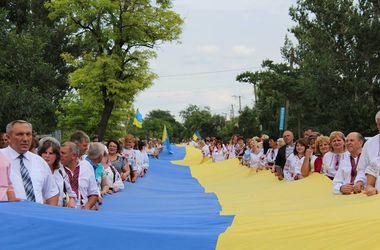 В Одесской области по улицам пронесли 200-метровый флаг Украины