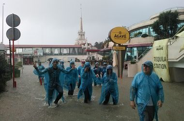 В Сочи появились первые жертвы мощного наводнения