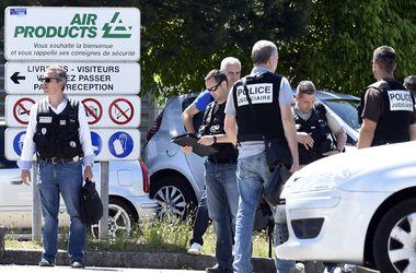 После теракта на заводе во Франции нашли отрезанную голову с арабскими надписями