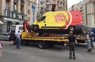 На Майдане в Киеве демонтировали первый ларек