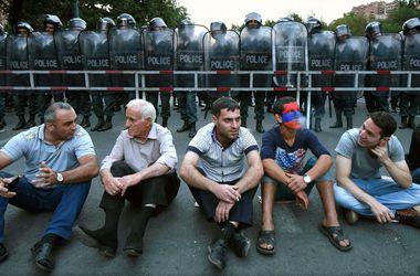 В Ереване полиция настроена на разгон митингующих