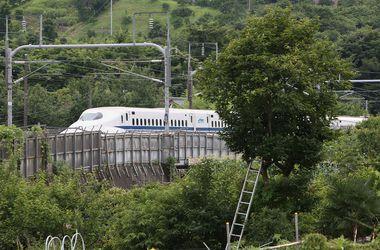 ЧП в японском поезде: в вагоне нашли тело самоубийцы, а в туалете — мертвую женщину