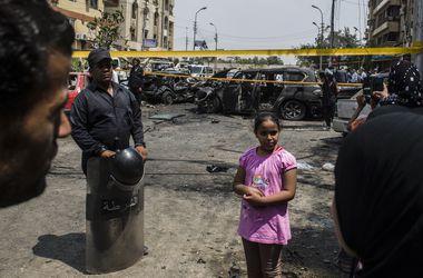 Возле полицейского участка в Каире взорвалась бомба, погибли три человека