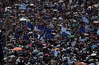 Около 20 тыс. человек вышли на улицы Афин в поддержку соглашения с кредиторами