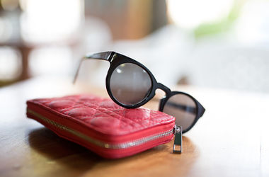 Как выбрать полезные и модные солнцезащитные очки