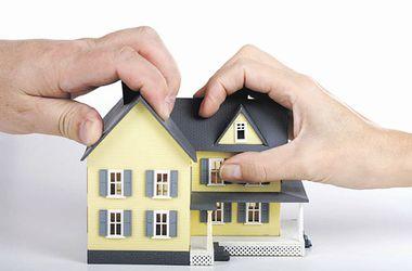Действуем по праву: как продать комнату, сохранить свое имущество и что делать с заливающим соседом