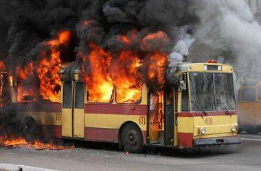 Во Львове на ходу загорелся троллейбус