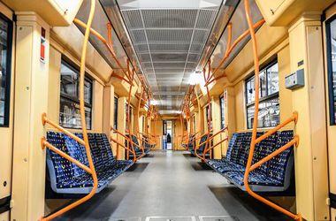 В метро Харькова появился поезд с видеонаблюдением и антивандальными сиденьями