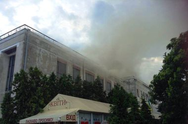 Во время тушения пожара в театре Черкасс госпитализированы трое спасателей