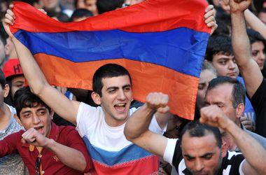 Объявившие голодовку участники протеста в Армении госпитализированы
