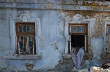 В Николаеве рухнувший дом похоронил женщину
