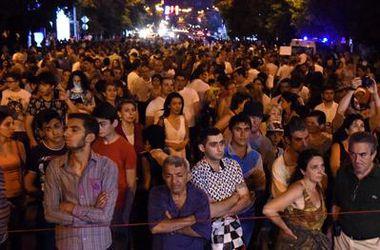 Митингующие в Ереване объявили властям ультиматум