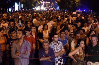 Митингующие вновь собираются в центре Еревана