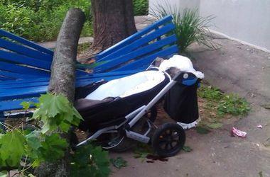 Трагедия в Харькове: упавшее дерево сломало молодой маме позвоночник