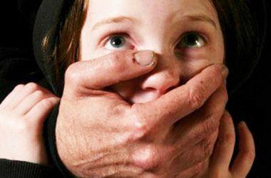 В Кировоградской области мужчина изнасиловал 14-летнюю девочку и заставил сказать, что он ее спас