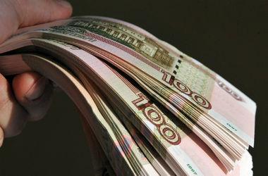 Вслед за подешевевшей нефтью падает рубль