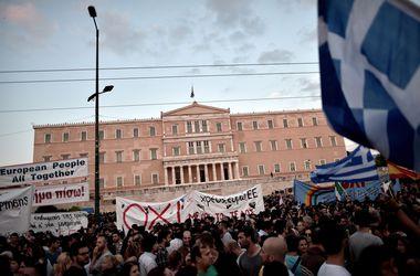 """Власти Греции """"заморозили"""" финансовую деятельность в стране"""