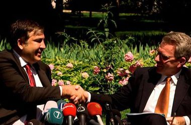 У Саакашвили объяснили, на что США дали деньги