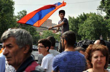 Еще четыре участника протеста в Армении объявили голодовку