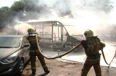 В Сумах на ходу загорелась маршрутка: микроавтобус сгорел дотла