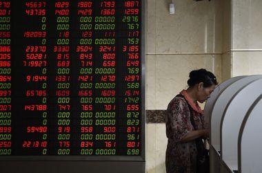 Фондовый рынок в Китае быстро восстанавливается после обвала
