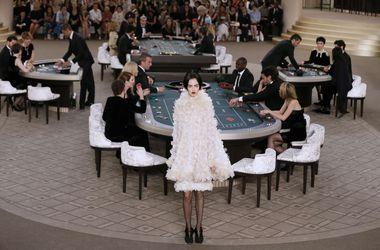 Совместное фото звезд с показа Chanel произвело фурор в интернете (фото)