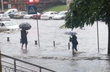 Непогода в Харькове: ливень с градом и потоп