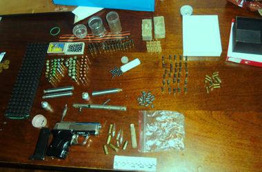 В доме пострадавшего от кражи мелитопольца обнаружили арсенал оружия и георгиевскую ленту